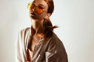 Photo d'une femme en tenue hippie chic